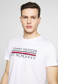 Tommy Hilfiger - T-shirt con stampa - white - 3