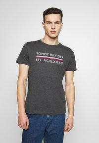 Tommy Hilfiger - Print T-shirt - grey - 0