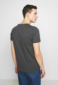 Tommy Hilfiger - Print T-shirt - grey - 2