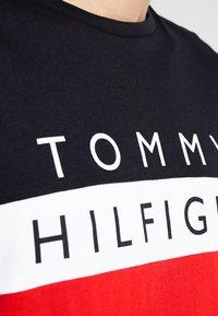 Tommy Hilfiger - COLOUR BLOCK LONG SLEEVE TEE - Pitkähihainen paita - red - 5