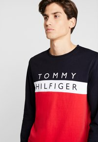 Tommy Hilfiger - COLOUR BLOCK LONG SLEEVE TEE - Pitkähihainen paita - red - 3