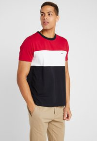 Tommy Hilfiger - COLOUR BLOCK TEE - Print T-shirt - red - 0