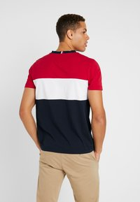 Tommy Hilfiger - COLOUR BLOCK TEE - Print T-shirt - red - 2