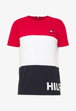 BRANDED COLORBLOCK - T-shirts med print - red