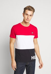 Tommy Hilfiger - BRANDED COLORBLOCK - Print T-shirt - red - 0