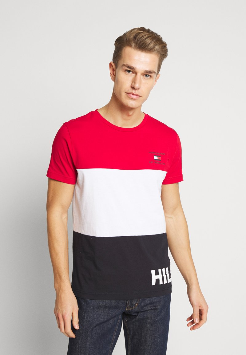 Tommy Hilfiger - BRANDED COLORBLOCK - Print T-shirt - red