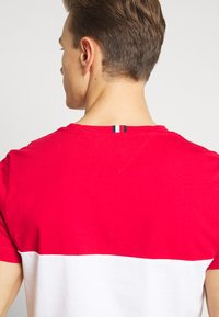 Tommy Hilfiger - BRANDED COLORBLOCK - Print T-shirt - red - 5