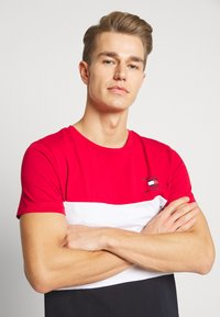 Tommy Hilfiger - BRANDED COLORBLOCK - Print T-shirt - red - 3
