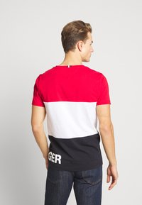 Tommy Hilfiger - BRANDED COLORBLOCK - Print T-shirt - red - 2