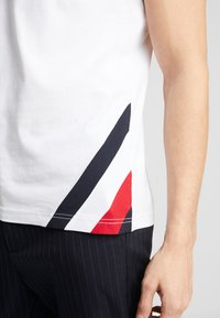 Tommy Hilfiger - DIAGONAL TEE - T-shirt con stampa - white - 5