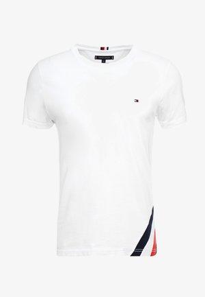 DIAGONAL TEE - T-shirt z nadrukiem - white