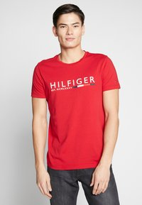Tommy Hilfiger - T-shirt con stampa - red - 0