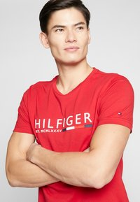 Tommy Hilfiger - T-shirt con stampa - red - 2
