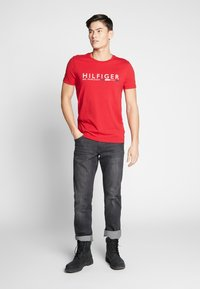 Tommy Hilfiger - T-shirt con stampa - red - 1