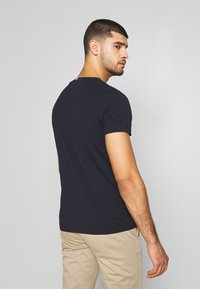 Tommy Hilfiger - Print T-shirt - blue - 2