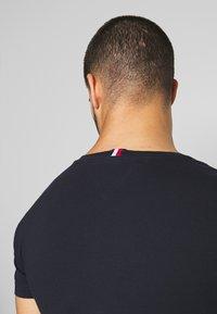 Tommy Hilfiger - Print T-shirt - blue - 5