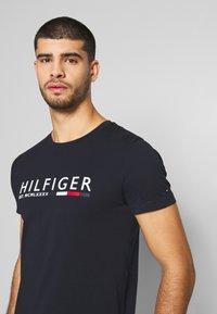 Tommy Hilfiger - Print T-shirt - blue - 3