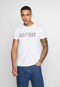 Tommy Hilfiger - 1985 TEE - T-shirt con stampa - white - 0