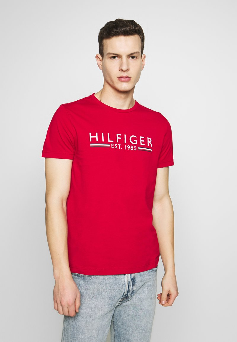 Tommy Hilfiger - 1985 TEE - T-shirt con stampa - red