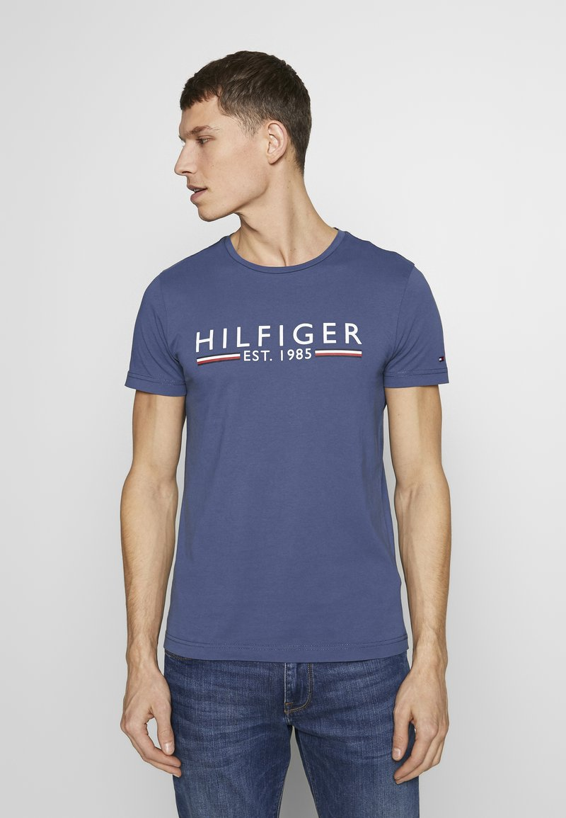 Tommy Hilfiger - 1985 TEE - T-shirt con stampa - blue