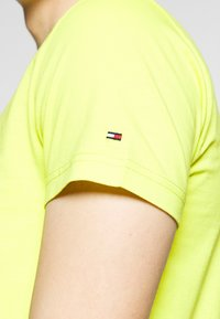Tommy Hilfiger - 1985 TEE - T-shirt con stampa - green - 5