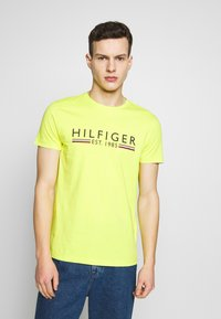 Tommy Hilfiger - 1985 TEE - T-shirt con stampa - green - 0