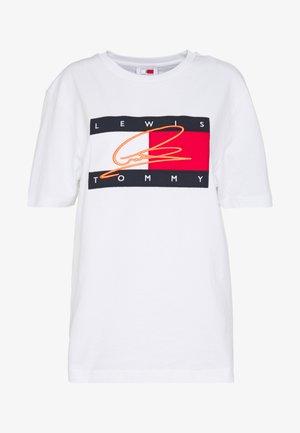 LEWIS HAMILTON SIGNATURE RWB LOGO TEE - Camiseta estampada - white