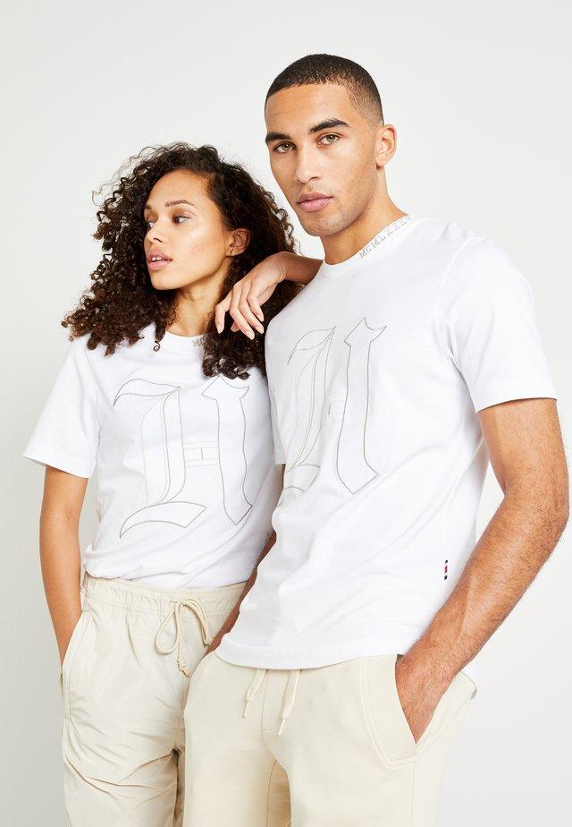 LEWIS HAMILTON 'H' TEE - T-shirt con stampa - white