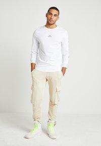 Tommy Hilfiger - LEWIS HAMILTON H LONG SLEEVE TEE - Langærmede T-shirts - white - 2