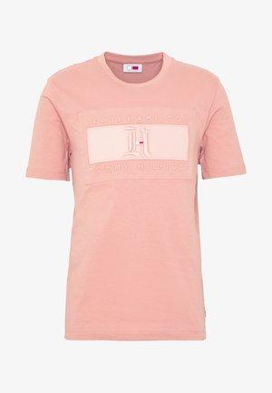 LEWIS HAMILTON LOGO TEE - T-shirt print - pink