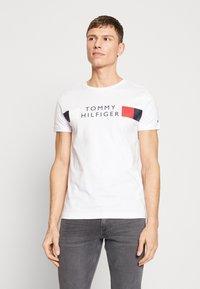 Tommy Hilfiger - Camiseta estampada - white - 0