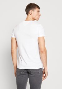 Tommy Hilfiger - Camiseta estampada - white - 2