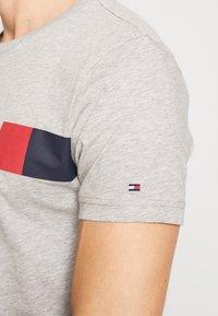 Tommy Hilfiger - T-Shirt print - grey - 5