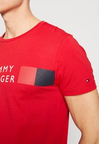 Tommy Hilfiger - T-shirt con stampa - red - 5