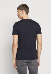 Tommy Hilfiger - Camiseta estampada - blue - 2