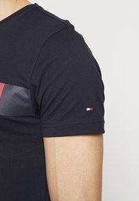 Tommy Hilfiger - Camiseta estampada - blue - 5