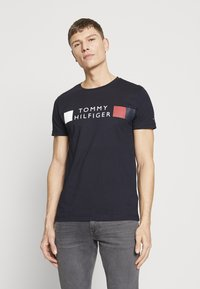 Tommy Hilfiger - T-shirt con stampa - blue - 0