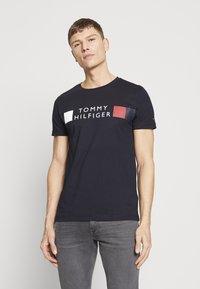 Tommy Hilfiger - T-shirt imprimé - blue - 0