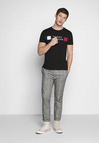 Tommy Hilfiger - T-shirt con stampa - black - 1