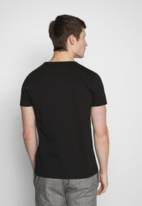 Tommy Hilfiger - T-shirt con stampa - black - 2