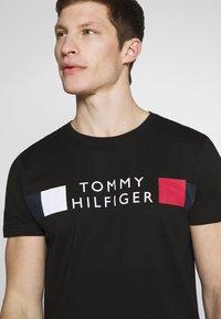 Tommy Hilfiger - T-shirt con stampa - black - 3