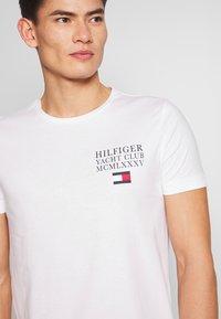 Tommy Hilfiger - YACHT CLUB TEE - Print T-shirt - white - 5