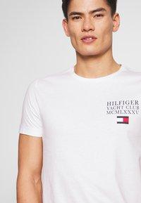 Tommy Hilfiger - YACHT CLUB TEE - Print T-shirt - white - 3
