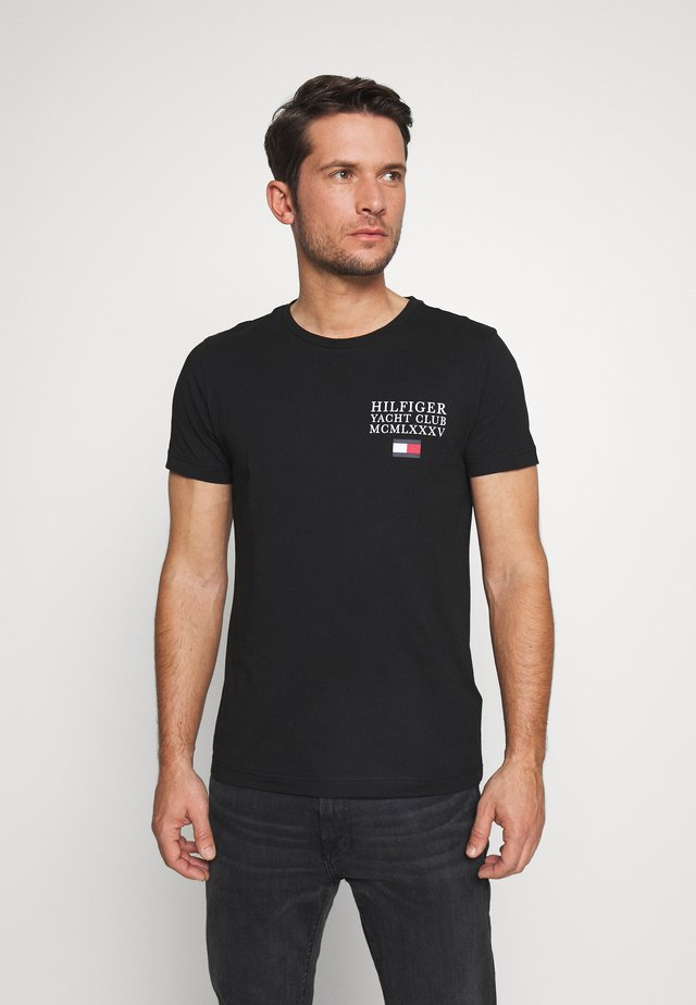 YACHT CLUB TEE - T-shirt z nadrukiem - black