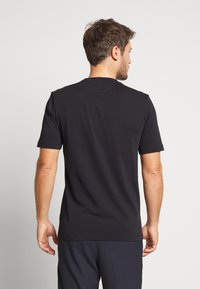 Tommy Hilfiger - ICON ROPE FRAME RELAX TEE - T-shirts print - blue - 2