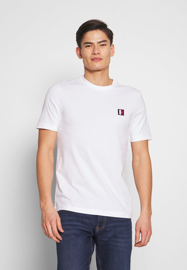 ICON LABEL RELAX TEE - T-shirt z nadrukiem - white