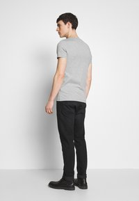 Tommy Hilfiger - STRETCH SLIM FIT VNECK TEE - T-shirt basic - grey - 2