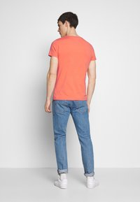 Tommy Hilfiger - STRETCH SLIM FIT VNECK TEE - T-shirt basic - orange - 2