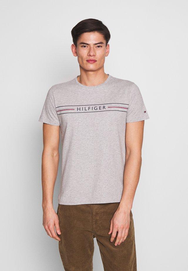 CORP TEE - Camiseta estampada - grey