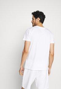 Tommy Hilfiger - CORP STRIPE BOX TEE - Print T-shirt - white - 2